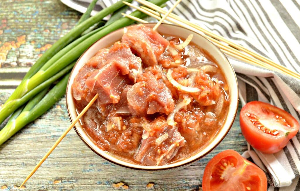 Фото рецепта - Маринад для шашлыка из томатов с луком - шаг 6