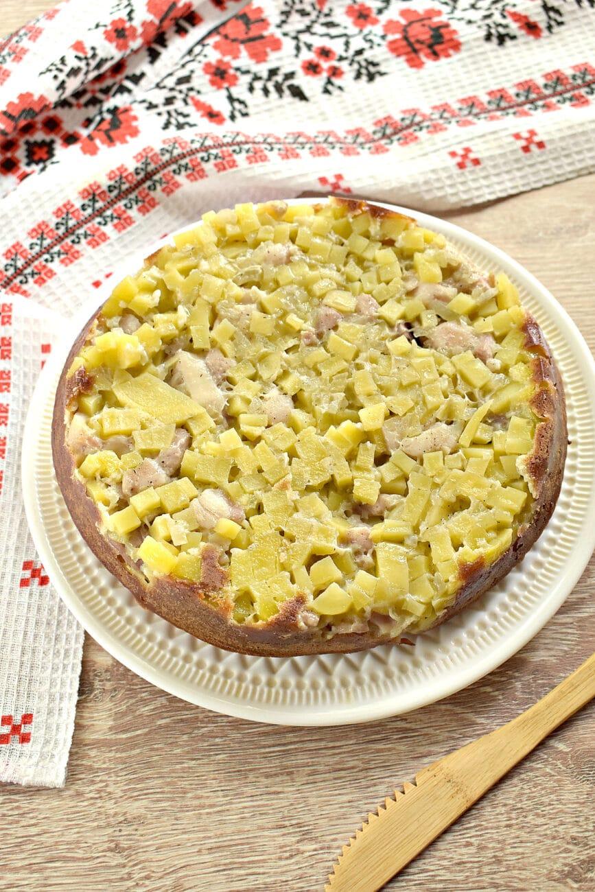 Заливной пирог на сметане с картофелем и курицей