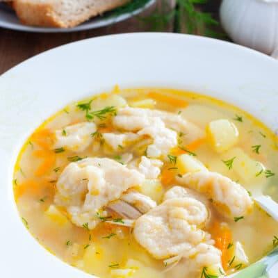 Домашний суп на курином бульоне с клецками - рецепт с фото