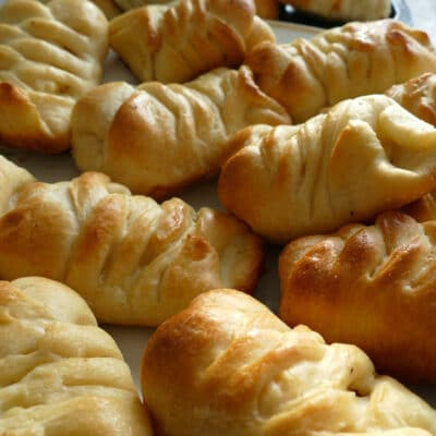 Дрожжевые пирожки с рыбой (кулебяка) - рецепт с фото
