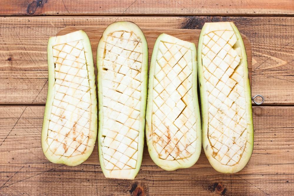 Фото рецепта - Фаршированные баклажаны с мясом и помидорами - шаг 2