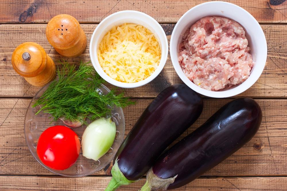 Фото рецепта - Фаршированные баклажаны с мясом и помидорами - шаг 1