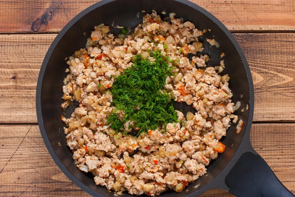Фото рецепта - Фаршированные баклажаны с мясом и помидорами - шаг 5