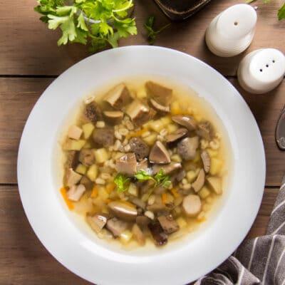 Грибной суп с перловкой и картофелем