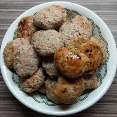 Котлеты из куриного филе с помидором и чесноком - рецепт с фото