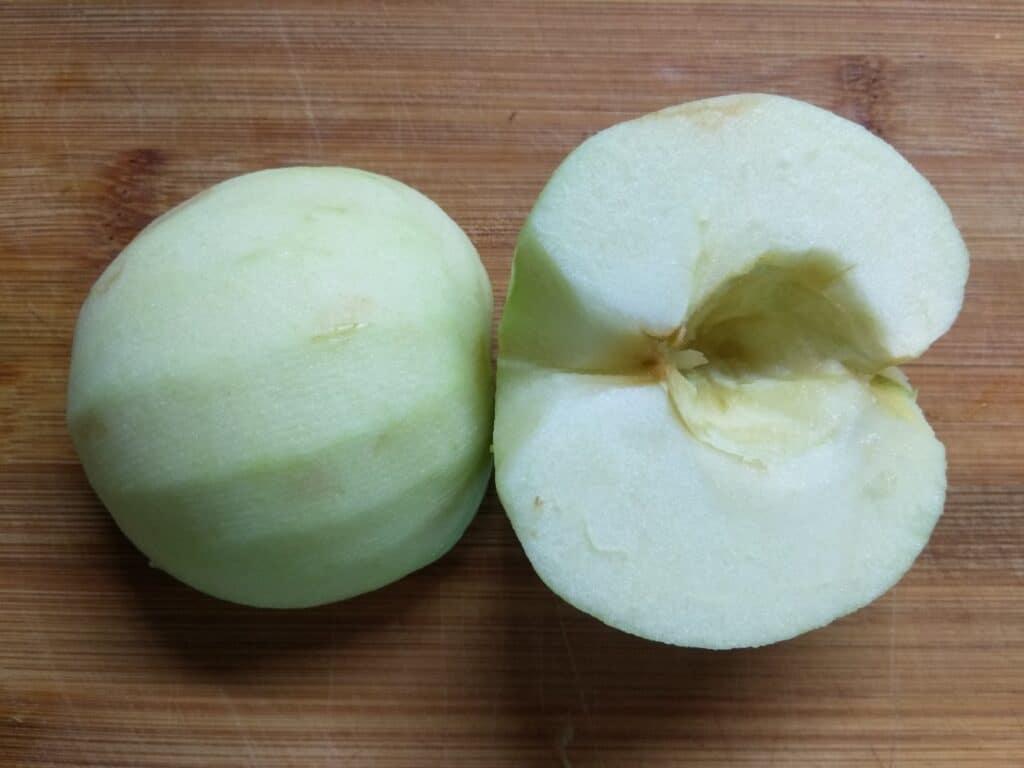 Фото рецепта - Закусочные рулетики из яблок, сыра и хамона - шаг 1