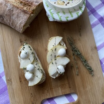 Брускетта с сыром и грушей - рецепт с фото