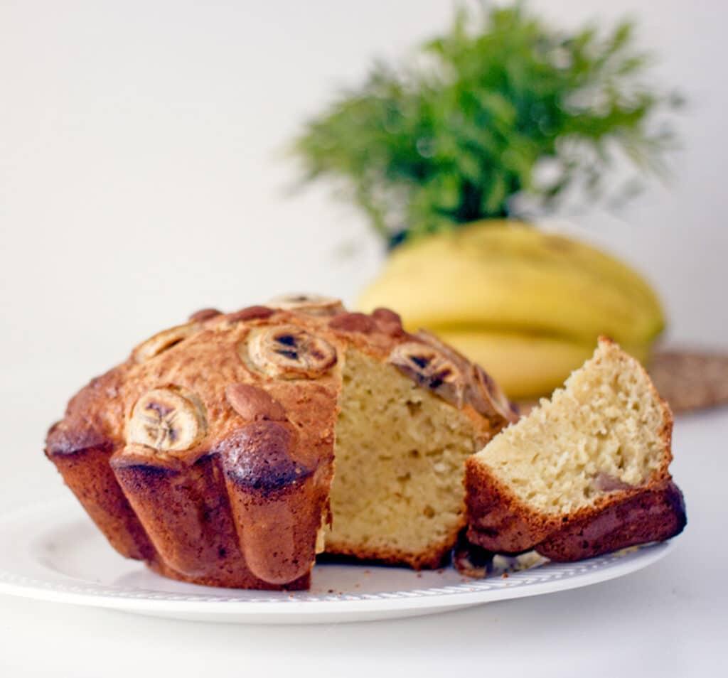 Фото рецепта - Кекс без сахара с бананом и орехами - шаг 8