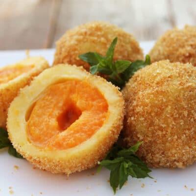 Кнедлики с абрикосами на картофельном тесте