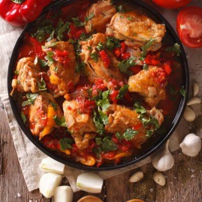 Курица в томатном соусе - чахохбили