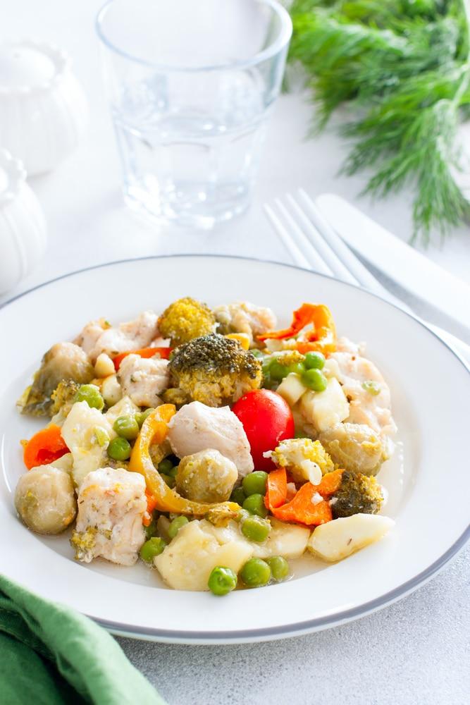 Куриная грудка, запеченная с овощами
