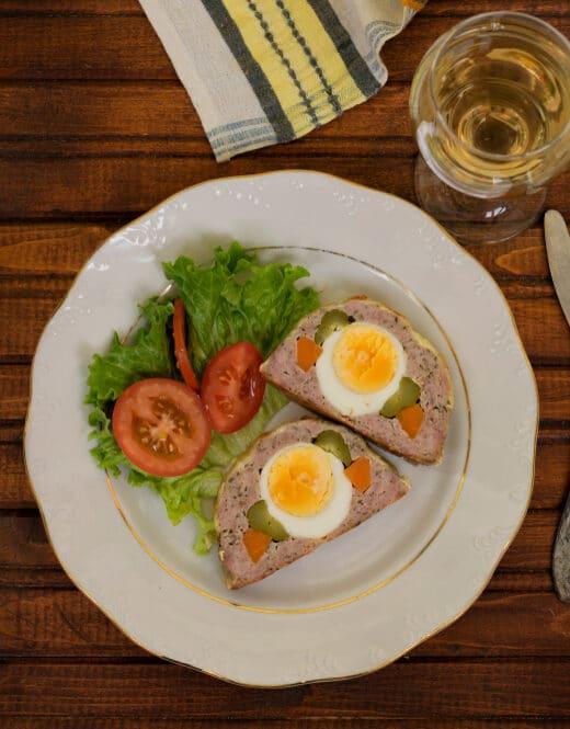 Фото рецепта - Мясной рулет с яйцом, морковью и огурцами - шаг 9