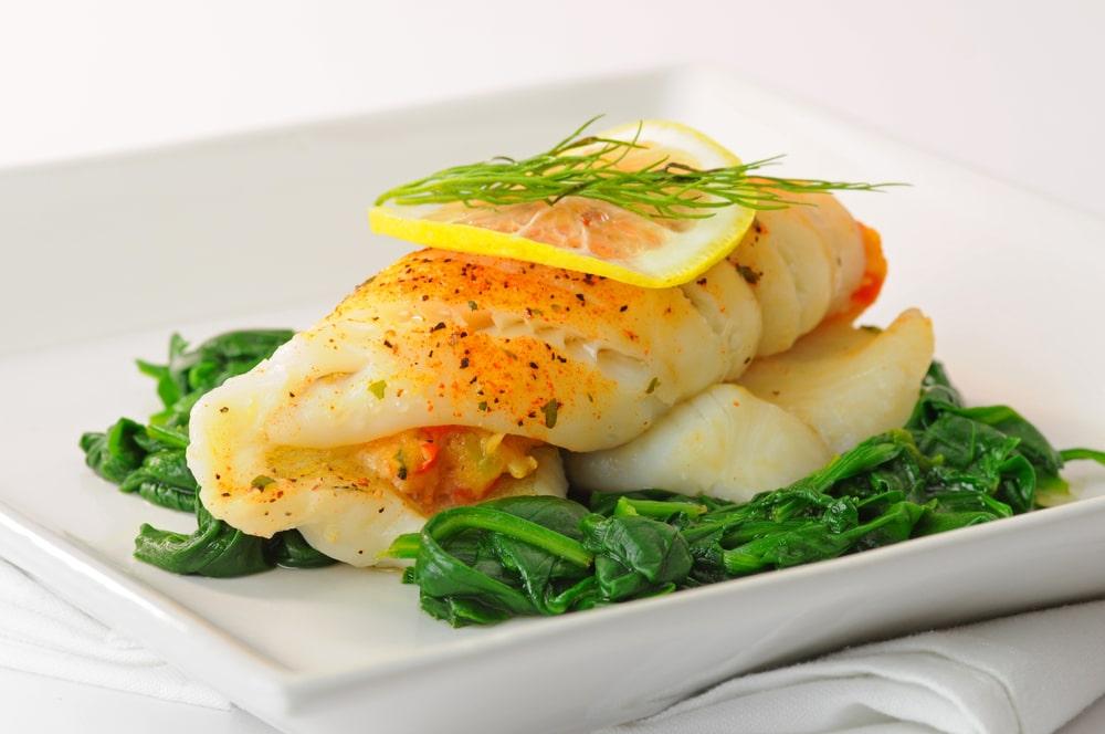 Рыба, фаршированная крабами и овощами