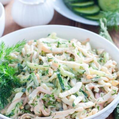 Салат из кальмаров, яиц и свежих огурцов
