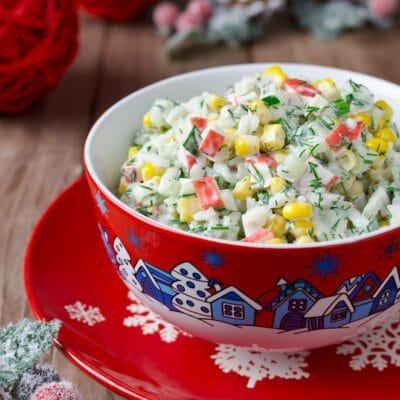 Салат из крабовых палочек с кукурузой и рисом - рецепт с фото