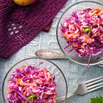 Салат из красной капусты с яблоком и морковью - рецепт с фото
