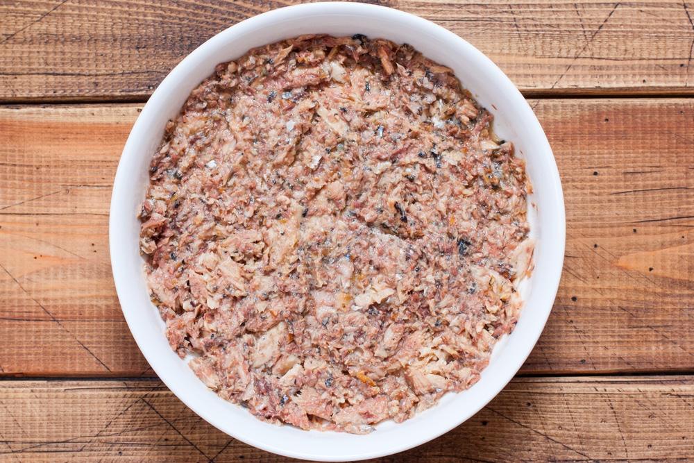 Фото рецепта - Салат мимоза из консервы - шаг 6