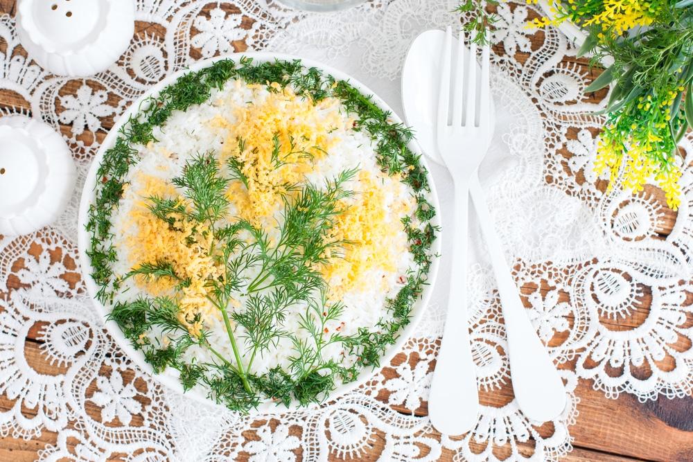 Фото рецепта - Салат мимоза из консервы - шаг 13