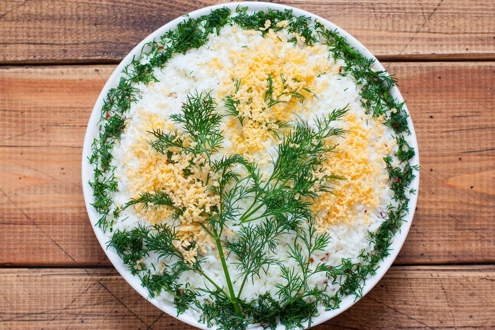 Фото рецепта - Салат мимоза из консервы - шаг 12