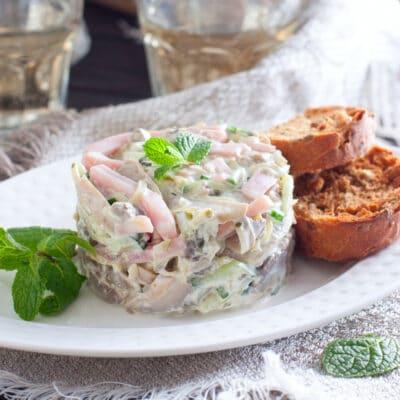 Салат с ветчиной, грибами и свежим огурцом - рецепт с фото