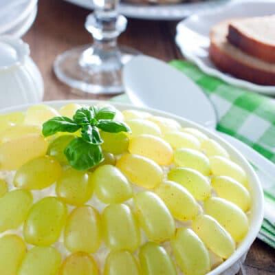 Салат с виноградом и курицей «Тиффани» - рецепт с фото