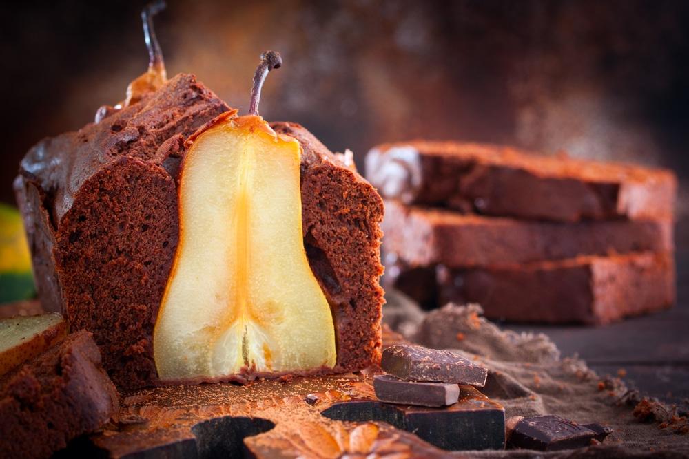 Фото рецепта - Шоколадный кекс с цельными грушами - шаг 6
