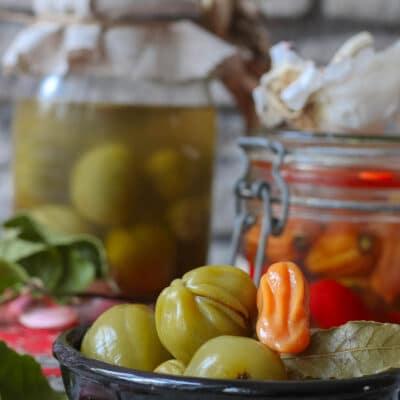 Соленые зеленые помидоры (без уксуса)