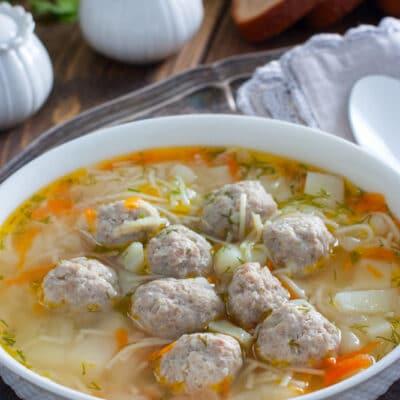 Суп с фрикадельками и мелкой лапшой