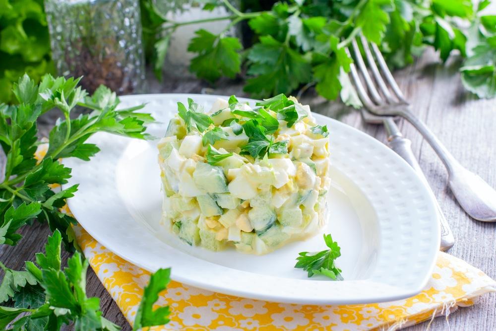 Фото рецепта - Свежий салат из огурцов с сельдереем и яйцами - шаг 6