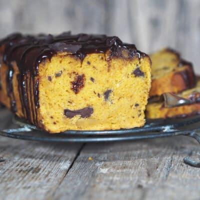 Тыквенный кекс с орешками и шоколадом