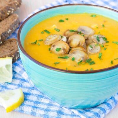 Тыквенный суп-пюре с жареными грибами