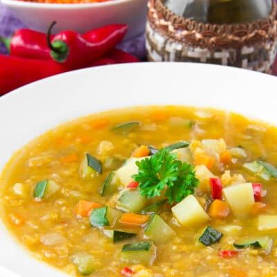 Вегетарианский суп с красной чечевицей и овощами - рецепт с фото