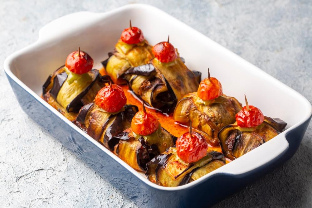 Фото рецепта - Закуска из баклажанов с фрикадельками - шаг 5
