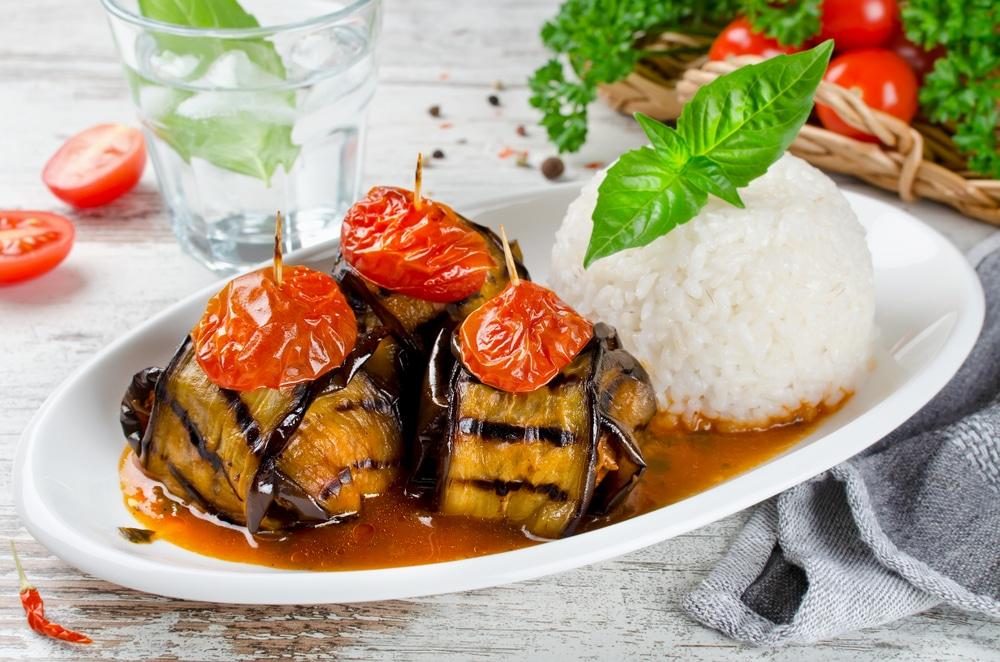 Фото рецепта - Закуска из баклажанов с фрикадельками - шаг 6