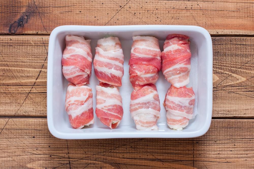 Фото рецепта - Запеченные рулеты из бекона с сыром - шаг 4