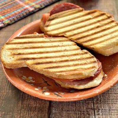 Горячие бутерброды с плавленым сыром - рецепт с фото