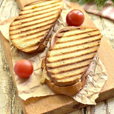 Сэндвич с ветчиной и сыром в электрогриле - рецепт с фото