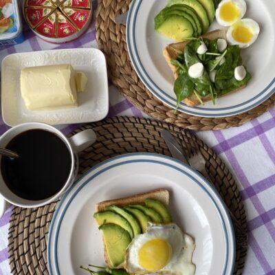 Тосты с яйцами и авокадо - рецепт с фото