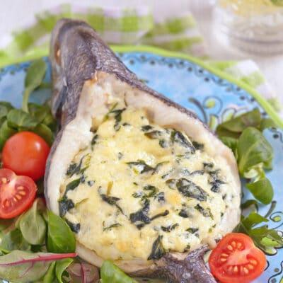 Фаршированная рыба шпинатом и сыром - рецепт с фото