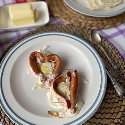 Яичница с сосисками - рецепт с фото