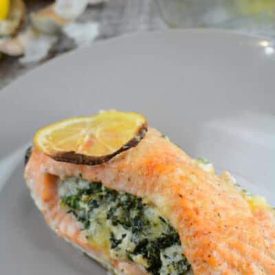 Лосось, фаршированный шпинатом и сыром - рецепт с фото