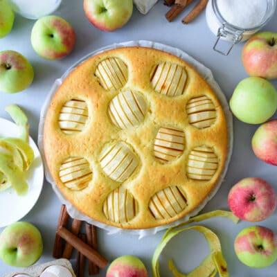 Пирог с яблоками на молоке - рецепт с фото