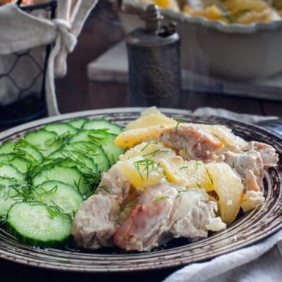 Свинина запеченная с картофелем и луком