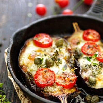Запеченные баклажаны с сыром и томатами - рецепт с фото