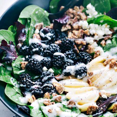 Десертный салат из ежевики, абрикосов и сыра Фета - рецепт с фото