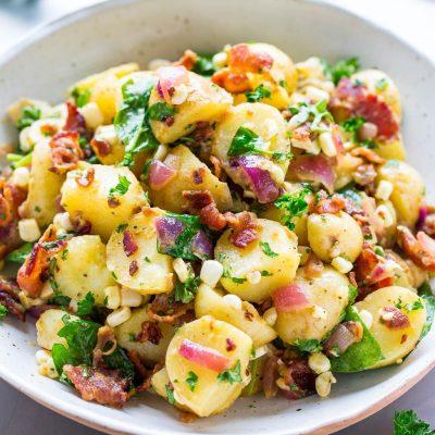 Картофельный салат с кукурузой и колбаской - рецепт с фото