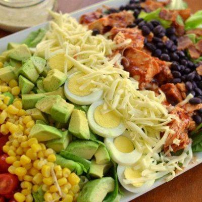 Американский кобб-салат из овощей с индейкой - рецепт с фото