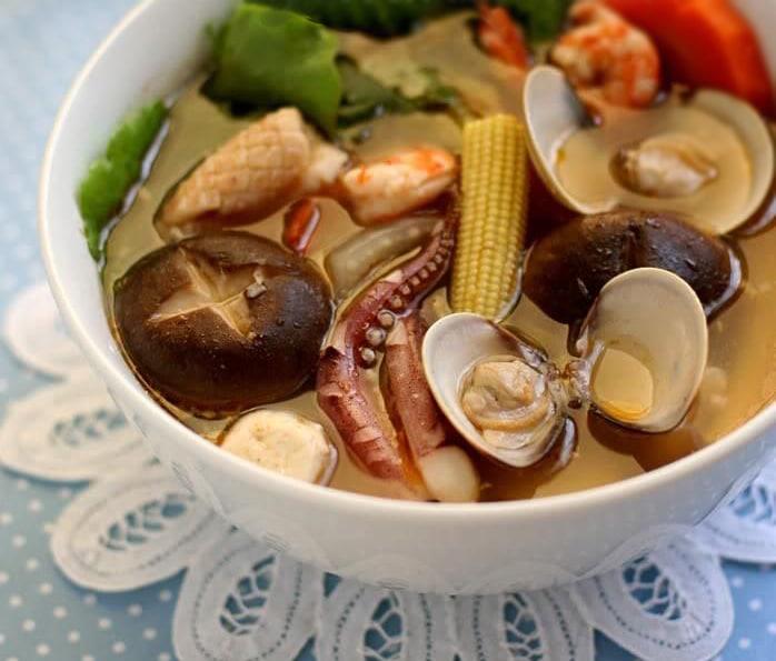 Сырный суп Са Ча с морепродуктами и грибами