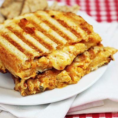 Французский сэндвич с цыпленком и сыром - рецепт с фото