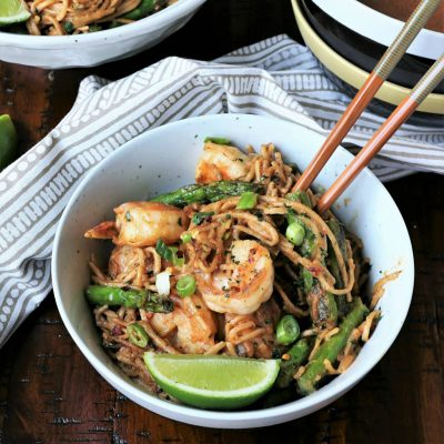 Гречневая лапша с креветками и спаржей на воке - рецепт с фото